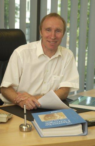 Frank-Werner Peter, Facharzt für Chirurgie, Facharzt für Plastische Chirurgie in Berlin