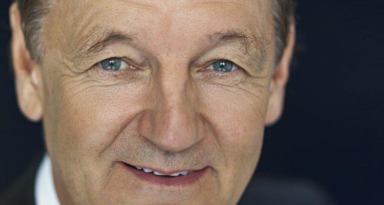 Der Psychologe und Psychiater Prof. Dr. med. Rainer Holm-Hadulla engagiert ehrenamtlich sich für Flüchtlingskinder.
