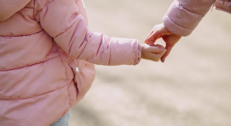 Hände-Kind-Mutter