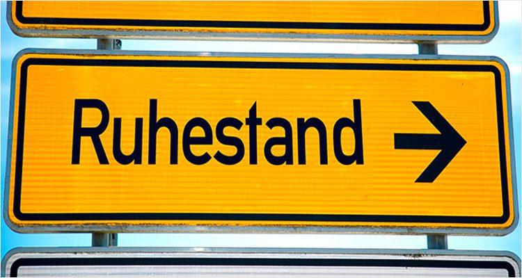 Autobahnschild nächste Ausfahrt Ruhestand