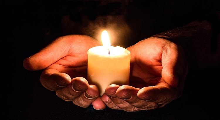 Hände, Kerze, Licht